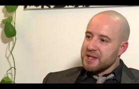 """Embedded thumbnail for Entrevista realizada a Sam Najjair, autor del libro 'Los leones de la Brigada de Trípoli. Crónica de la lucha de Gadafi""""."""
